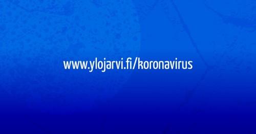 Sininen laatikko, jossa valkoisella teksti ylojarvi.fi/koronavirus